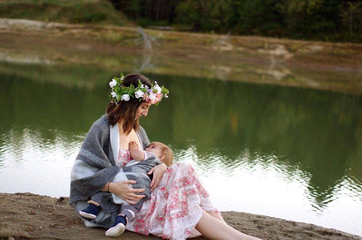 breastfeeding-2435896_1280-1200x797.jpg